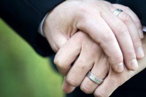 Суд Эстонии признал право гомосексуальных пар на восстановление семьи